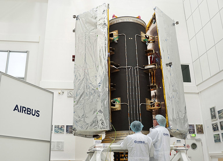 Airbus in Spain, a specialist in multi-payload structures for multiple launches, developed this satellite dispenser for the GRACE-Follow On satellites. This structure was developed with a central carbon fiber cylinder with the satellites held in place by four hold-down and release mechanisms.