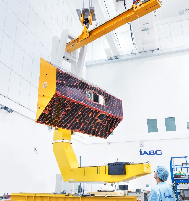 The GRACE-FO satellites were assembled by Airbus Defence and Space in Germany. The photo shows one of the satellites in the testing facility of IABG, an Airbus subcontractor, in Munich (view 2).