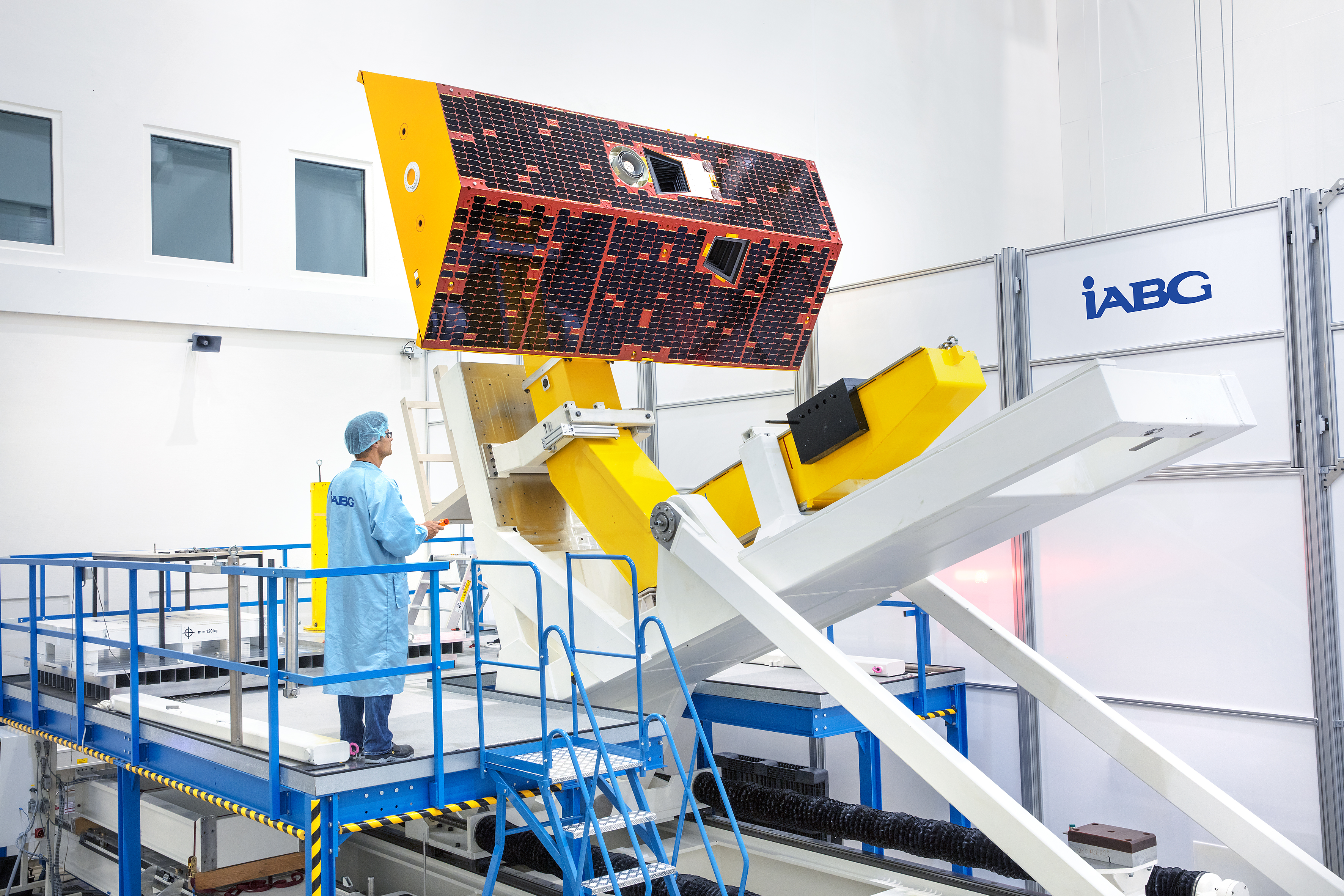 The GRACE-FO satellites were assembled by Airbus Defence and Space in Germany. The photo shows one of the satellites in the testing facility of IABG, an Airbus subcontractor, in Munich (view 3).